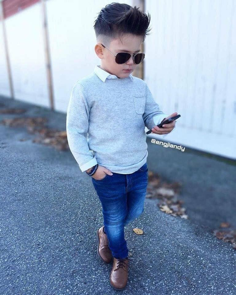 Outfits fashion para niños con lentes