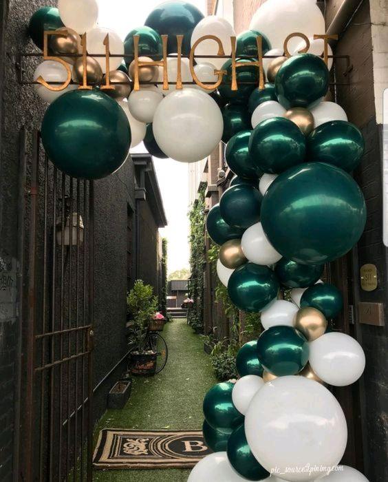 Guirnalda de globos verdes para quince años