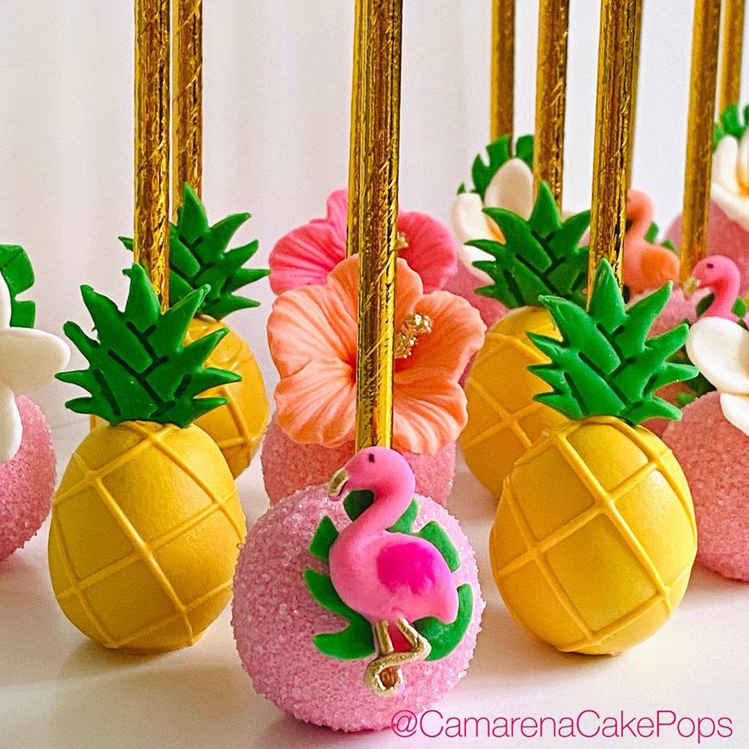 Cake pops con temática hawaiana para fiesta