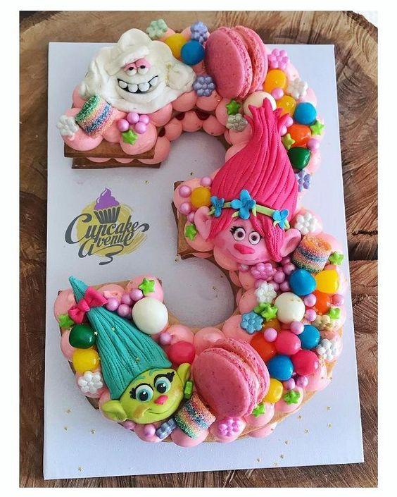 Cómo decorar un pastel de galleta con decoración de Trolls