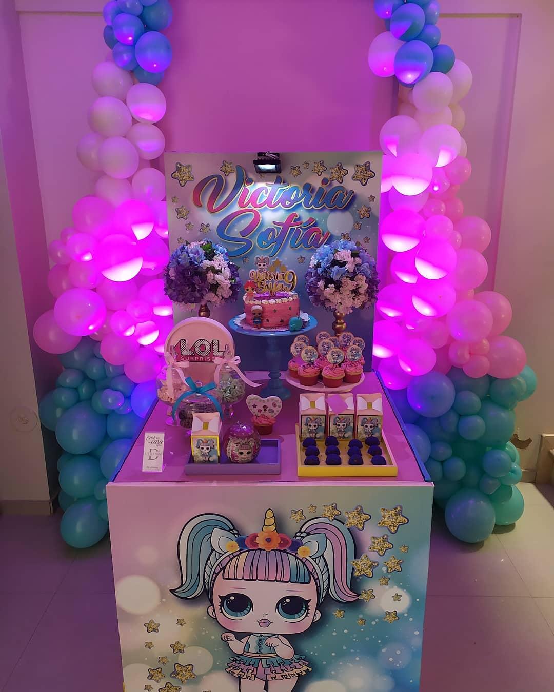 Decoración de fiesta de cumpleaños con caja sorpresa de L.O.L