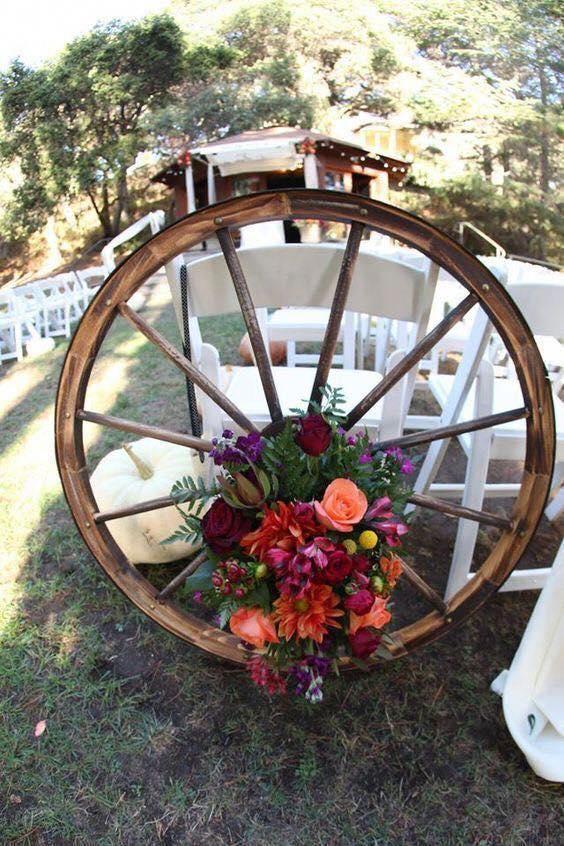 Decoración de recepción para boda con tema de vaqueros