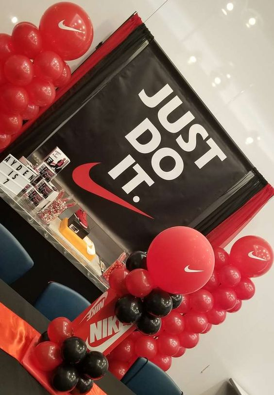 Ideas para organizar y decorar una fiesta de Nike