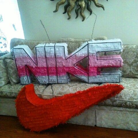 Piñatas para fiesta temática de Nike