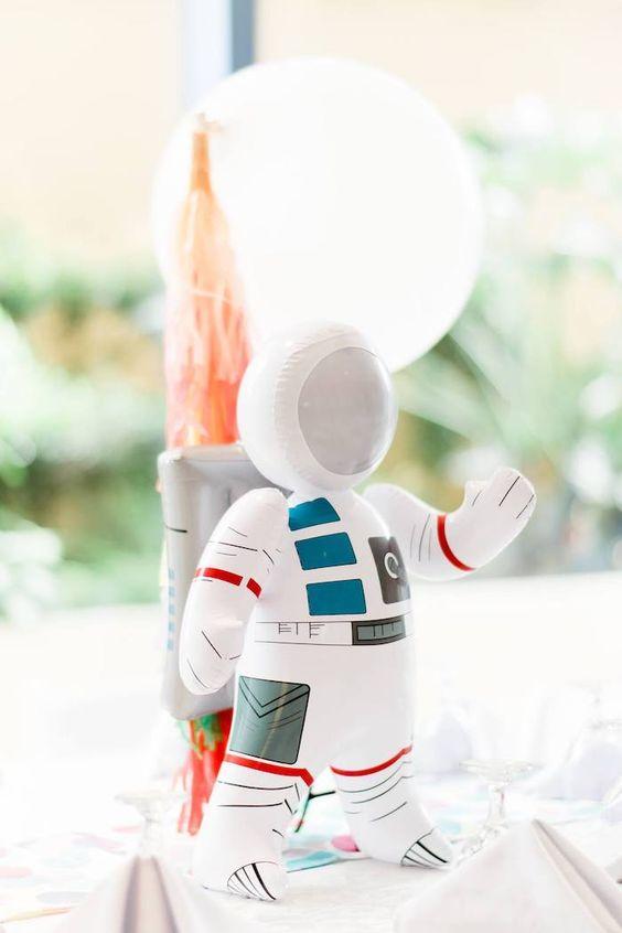 Centros de mesa para fiesta temática de astronautas