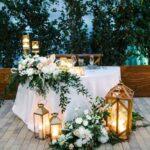 Decoración para mesa de novios elegante