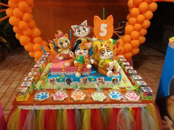 Fiesta de 44 gatos