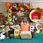 Mesas de postres para fiesta de la granja de Zenón