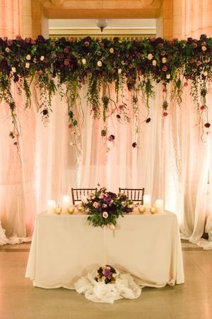 Opciones para decorar una mesa de novios sencilla