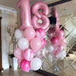 Diseños de arreglos gigantes con globos para 15 años