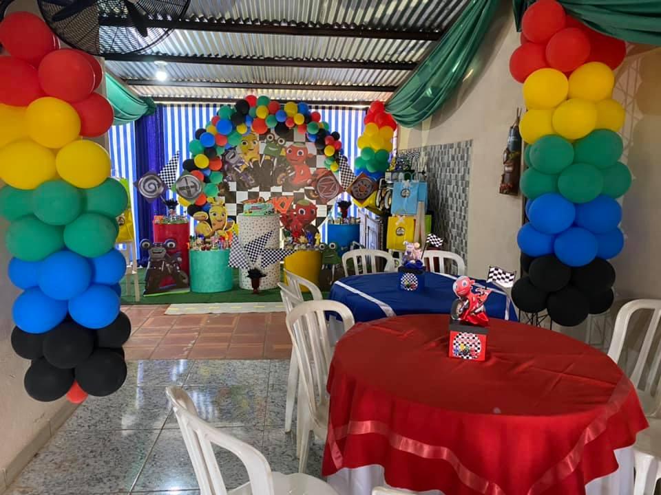 Mesas de postres para fiesta de Ricky Zoom