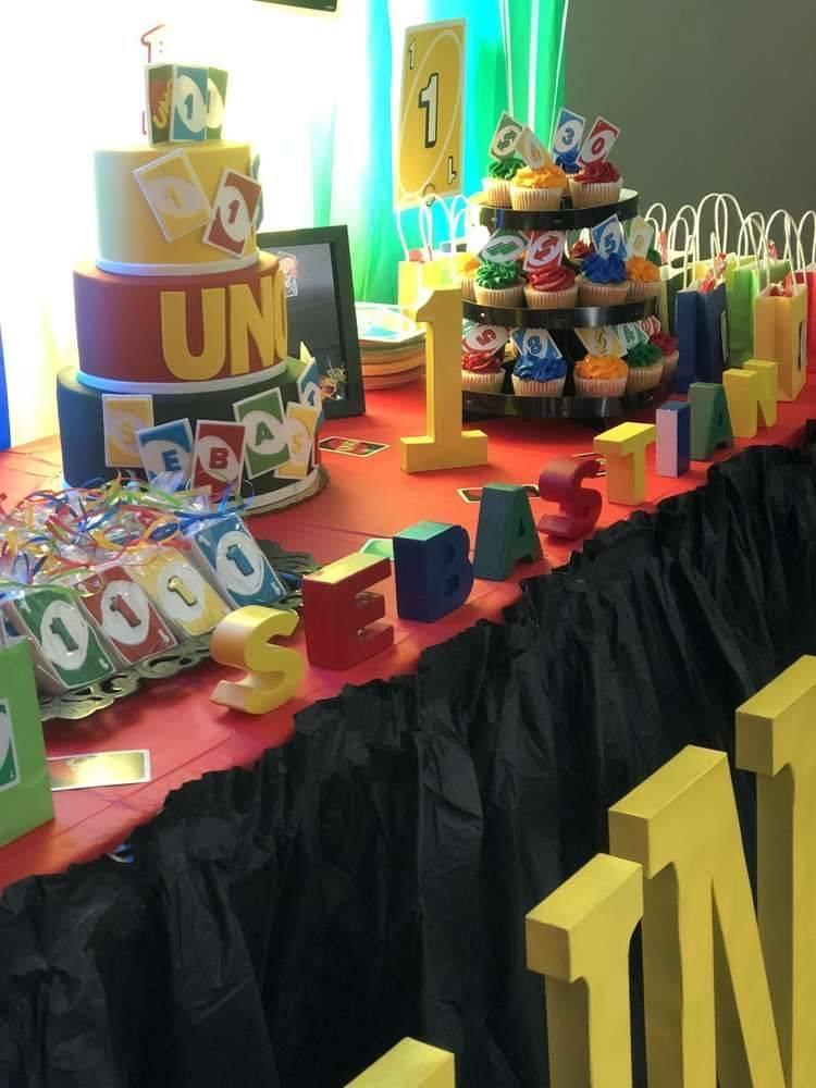 Decoración para fiesta temática de UNO