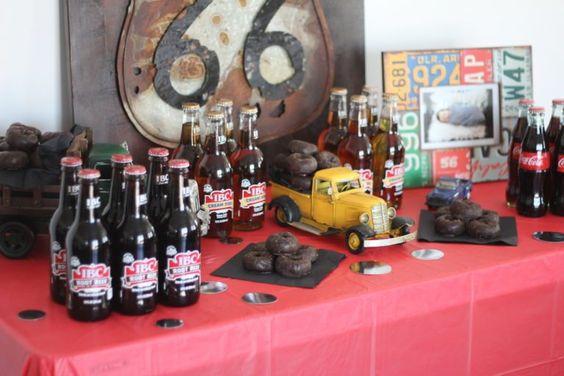Tema de autos clásicos para fiesta de hombre
